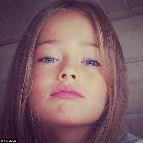 Fetiţă de 9 ani, abuzată sexual repetat, sub ochii tatălui paralizat de frică