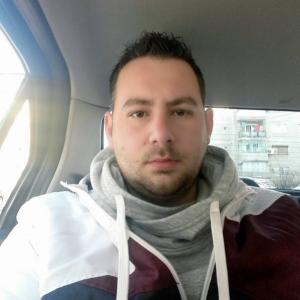 un bărbat din București care cauta femei căsătorite din Iași