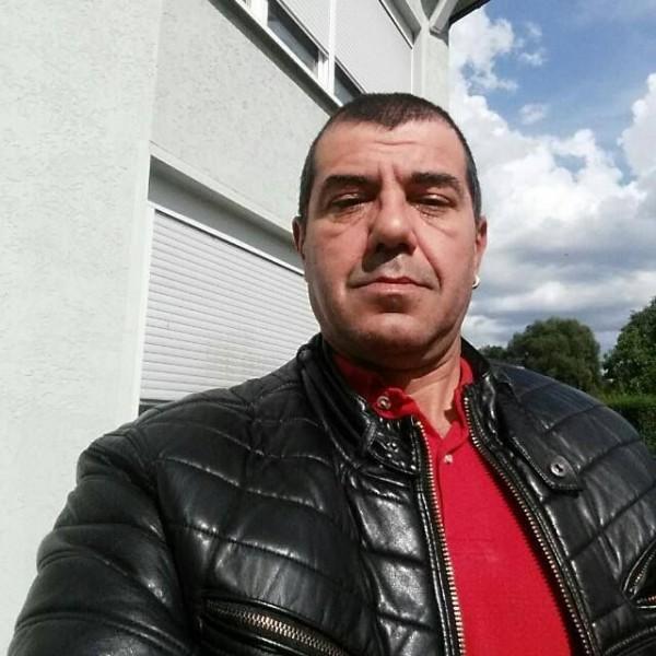 barbat singur caut femeie ploiești fete divortate care caută bărbați din Brașov