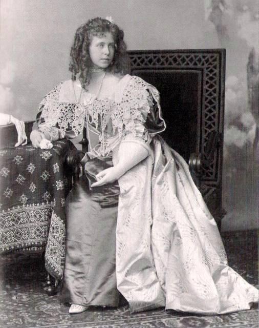 Matrimoniale Femei Victoria Simplu despre Codul Reginei Maria